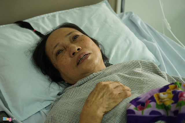 Bà Nguyệt xúc động khi nhớ về quá khứ. Ảnh: Hoàng Như.