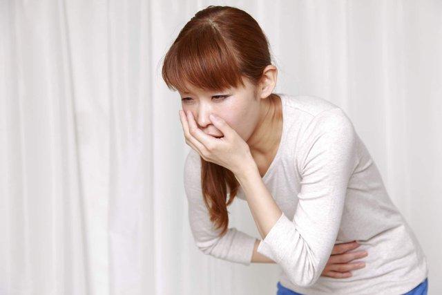 Người mắc bệnh viêm loét dạ dày có nguy cơ mắc bệnh viêm đại tràng rất cao. Ảnh minh họa