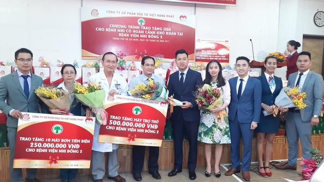 Lễ trao máy trợ thở và máy tiêm tự động cho bệnh viên Nhi Đồng II