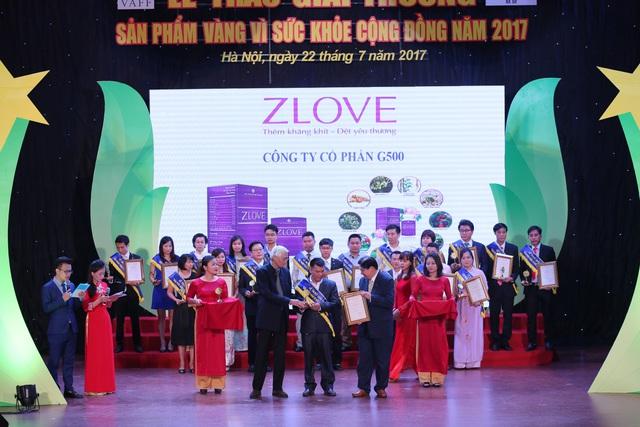 Ông Phan Văn Hiếu – Đại diện Công ty Cổ phẩn G500 vinh dự nhận Huy chương vàng từ ban tổ chức.