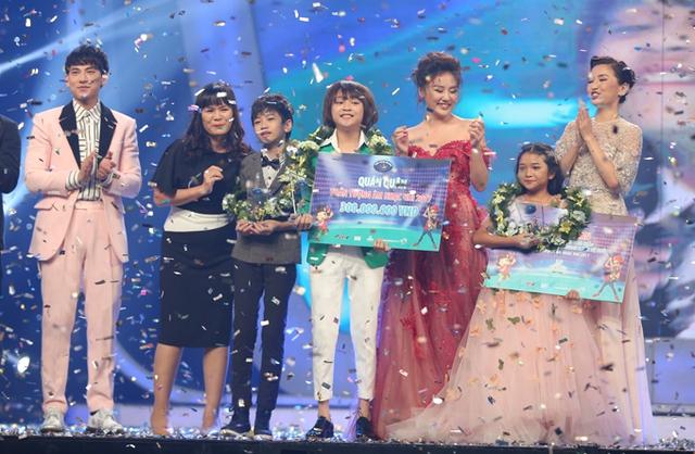 Ngôi vị Á quân được trao cho hai bé Quốc Đạt và Thu Uyên. Cả hai cũng là những gương mặt nổi bật và có sự bứt phá rõ rệt trong suốt hành trình của cuộc thi năm nay.