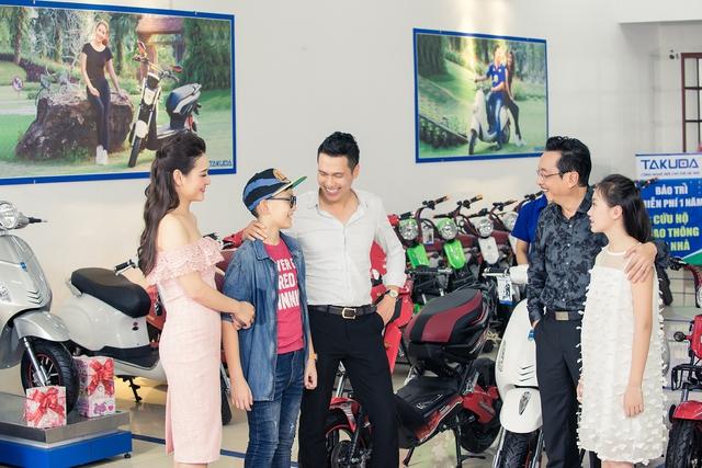 """Các quy tắc """"chất lừ"""" kiểu Phan Thị của bố con Phan Quân, Phan Hải nhận được sự ủng hộ rất lớn của cộng đồng mạng bởi tính hài hước, bỏ qua tính """"sến sẩm"""", xây dựng hình ảnh một người đàn ông mạnh mẽ trong tình yêu."""