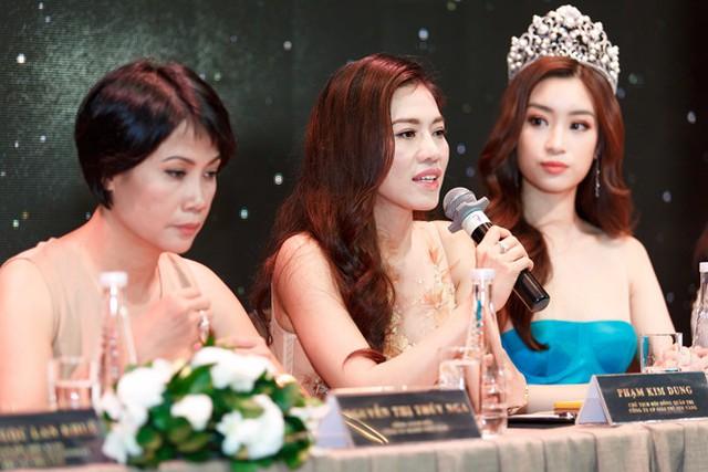 Bà Thúy Nga và bà Kim Dung, hai đại diện cử các thí sinh thi Miss World và Miss Grand International, cho biết Kỳ Duyên chủ động xin đi thi như chưa có sân chơi phù hợp. Ảnh: Nguyễn Thành.