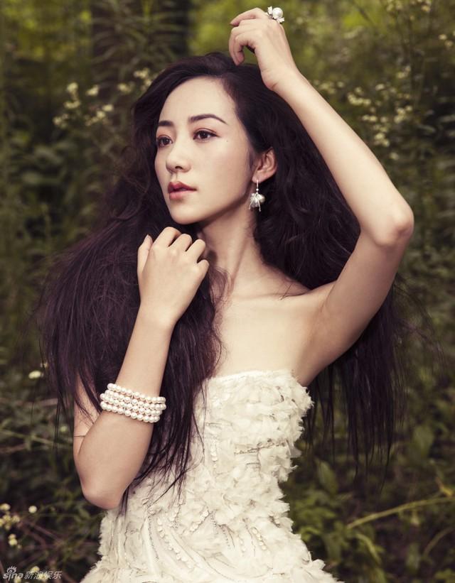 Vẻ gợi cảm của nữ diễn viên Hàn Tuyết