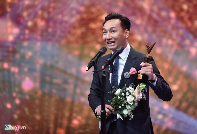 Thành Trung được xướng tên ở hạng mục Dẫn chương trình ấn tượng.Những đề cử khác ở hạng mục này gồm Xuân Bắc (Ơn giời cậu đây rồi), Thụy Vân (Chuyển động 24h), Phí Thùy Linh (Muôn màu showbiz). Ảnh: Việt Hùng.