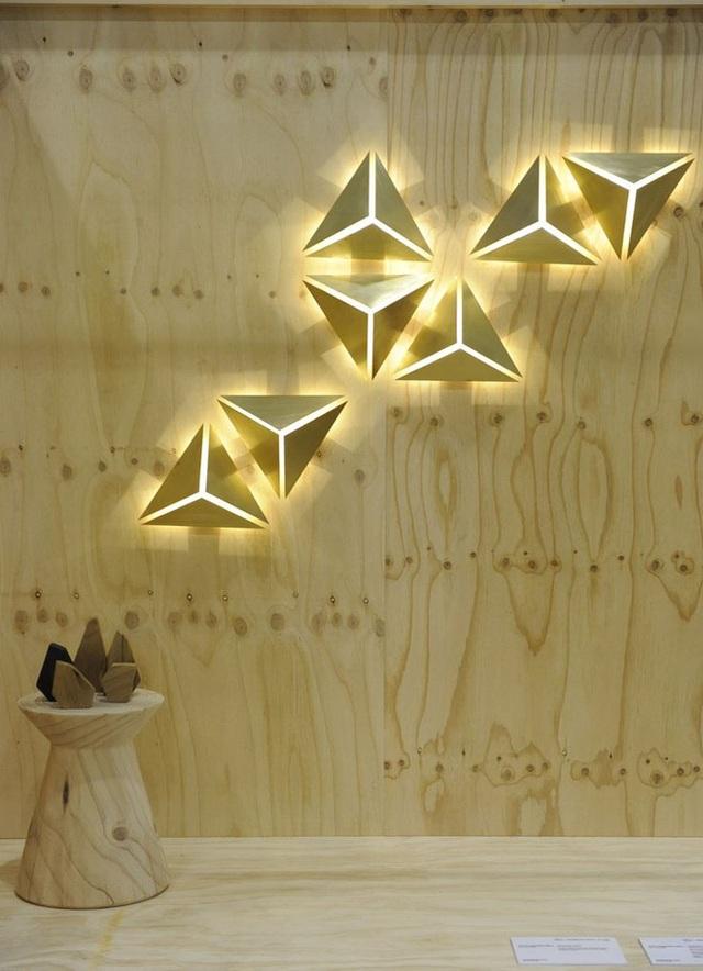 Không khó để bạn có thể tìm thấy những mẫu đèn hình học để trang trí cho ngôi nhà nhỏ của gia đình.