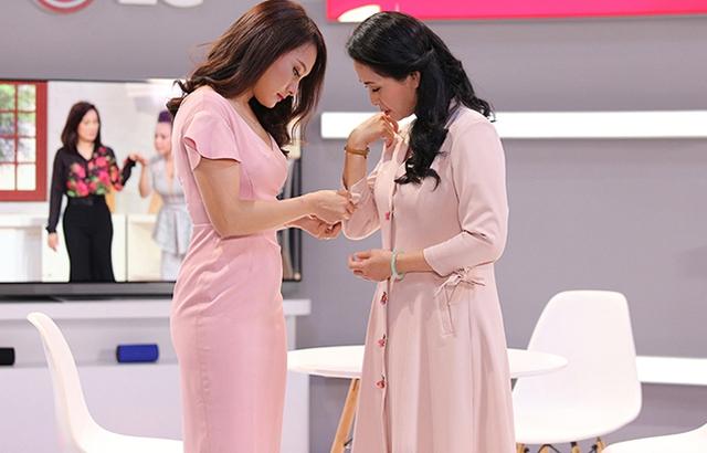 Nàng dâu Bảo Thanh luôn chăm sóc cho mẹ chồng Lan Hương mỗi khi cả hai cùng xuất hiện tại một sự kiện.