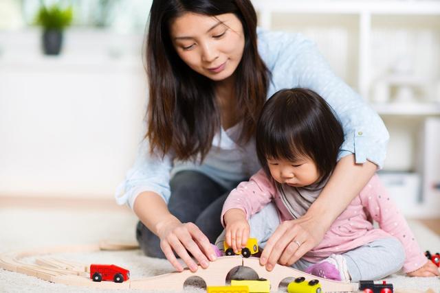 Tập theo lối sống năng động không chỉ có lợi cho bản thân trẻ, mà còn giúp người lớn bớt bận rộn, lo toan hơn trong việc nuôi con.