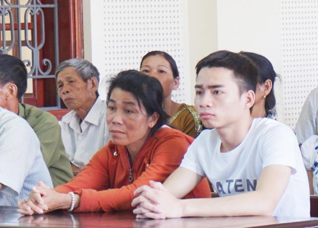 Bà Hoàng Thị Hương - mẹ của bị hại Lê Anh Tú tiều tụy sau biến cố lớn xảy ra với con trai mình