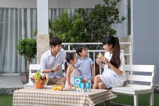 """Năng lượng sữa cùng 4 dưỡng chất vàng đã trở thành """"bạn đồng hành"""" cho cả gia đình Lý Hải – Minh Hà"""