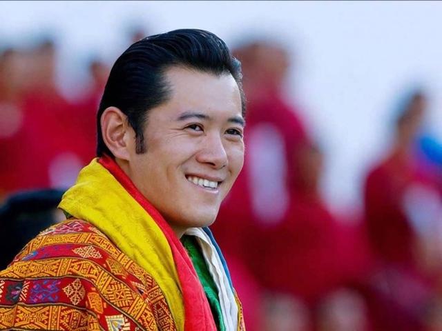 Jigme Singye Namgyel Wangchuck lên ngôi khi còn rất trẻ.