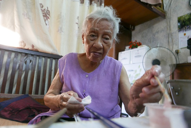 Làm đồ chơi thiên nga bông vốn là nghề truyền thống của gia đình bà Tâm. Ở tuổi 88, bà cho biết đã làm công việc này được hơn 70 năm.