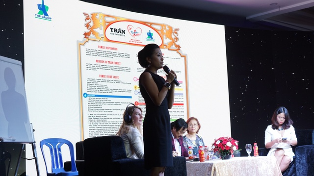 Bà Trần Uyên Phương chia sẽ những khó khăn thường gặp phải trong mô hình doanh nghiệp gia đình