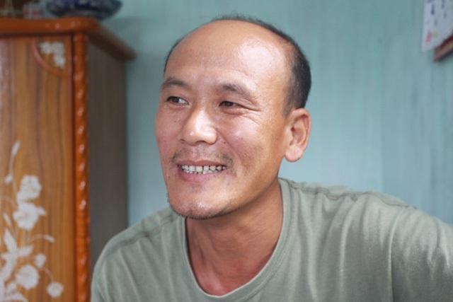 Bố bé - anh Nguyễn Hữu Phướn tâm sự, thấy cháu nhanh nhẹn, vợ chồng anh cũng mừng lắm nhưng cũng trằn trọc vì không lo được cho cháu học