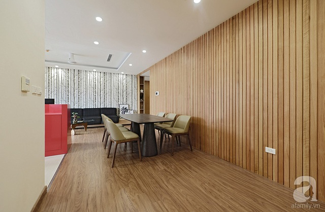 Khu bếp và khu ăn được thiết kế trong cùng phòng khách.