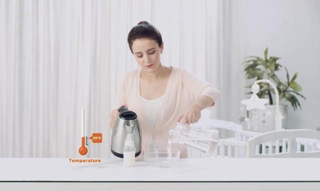 Lần đầu làm mẹ cần biết gì về cách hâm sữa?
