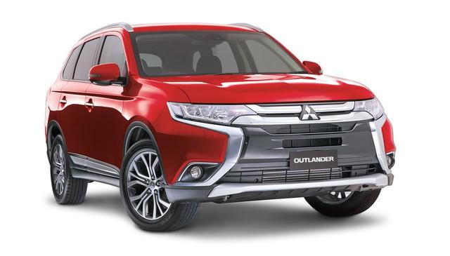 Mitsubishi Outlander cũng được giảm mạnh.