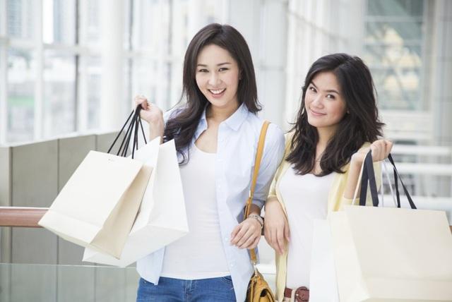 Kết quả hình ảnh cho Là phụ nữ, hãy mua sắm mỗi ngày