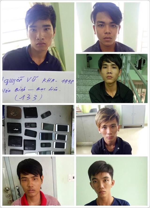 Từ trái qua phải, tên xuống dưới Nguyễn Vũ Kha (cầm đầu), Văn, Hận, Sang, Mến, Huy