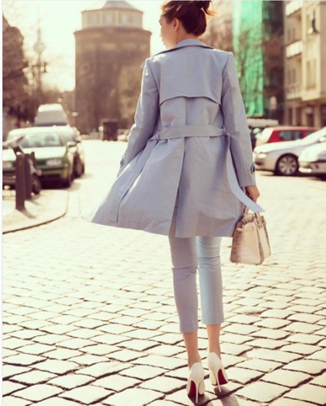 Những đôi giày cao gót giúp Ngọc Trinh tôn dáng dù sở hữu chiều cao không nổi bật.