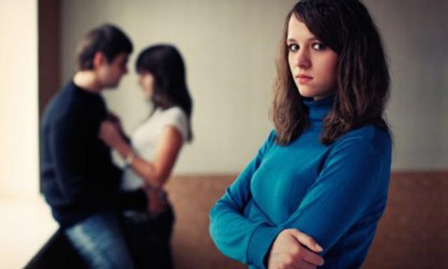 Nhiều năm qua, chị đã rất tin tưởng chồng, ngờ đâu anh đi học rồi đi luôn như vậy. Ảnh minh họa: Internet