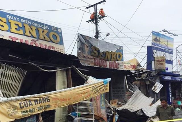 Những căn nhà bị cháy đều là hộ kinh doanh ở chợ Thứ Bảy. Ảnh: Nhật Tân.