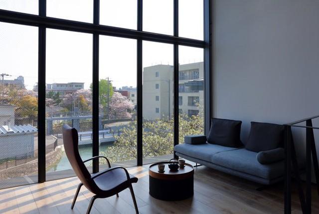 Ngôi nhà này là một gợi ý lý tưởng cho những ai đang tìm kiếm một phong cách nhà ở tinh tế, hiện đại và không quá cầu kì.