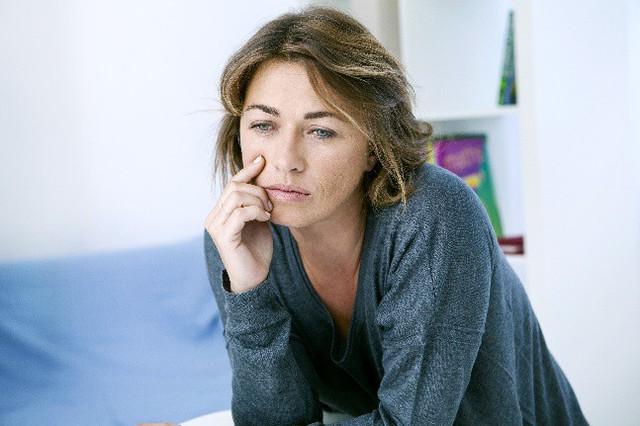 Mãn kinh và các triệu chứng của nó luôn là nỗi phiền muộn của phụ nữ 40+. Ảnh minh họa