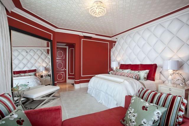 Ở các căn phòng màu đỏ, sắc đỏ thường chỉ giữ vai trò điểm nhấn để không gian không bị ngộp