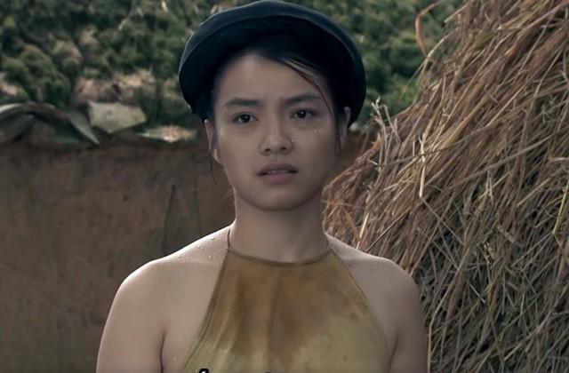 Dàn diễn viên nữ trong Thương nhớ ở ai đều mặc áo yếm và không mặc áo ngực.