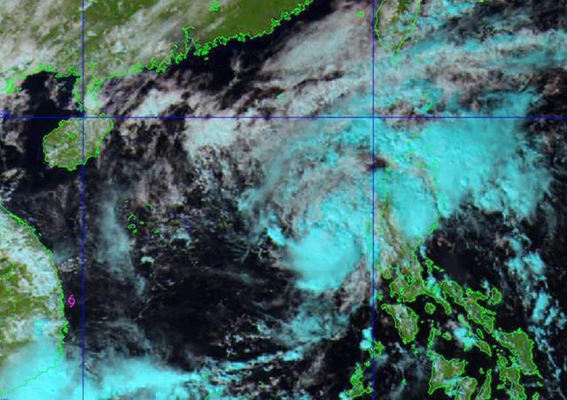 Hình ảnh bão số 13 vào trưa 10/11. Ảnh: NCHMF.