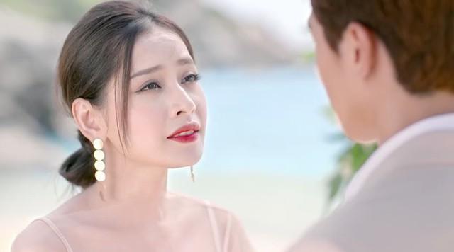 Chi Pu mới là người đang nắm giữ vai diễn cũ của Angela Phương Trinh.