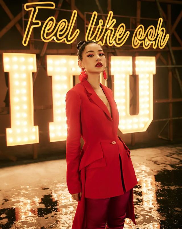 Việc Chi Pu đi hát gây ồn ào dư luận những ngày qua. Theo Khánh Linh, ai cũng có ước mơ nên chị không trách cứ hot girl đi hát.