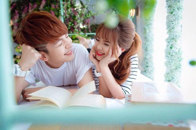 Trước khi tổ chức hôn lễ, cả hai đã dành thời gian sang Hàn Quốc để chụp ảnh cưới.