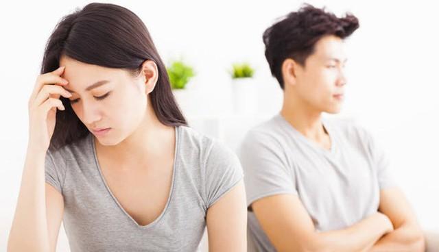 Kết quả hình ảnh cho Những hành động của người chồng đẩy vợ vào tay người khác