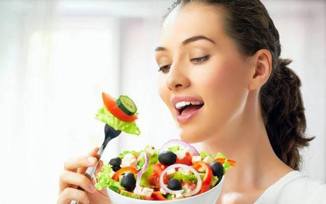 Có rất nhiều cách tự nhiên để giảm estrogen để cân bằng hormone, quan trọng nhất là phải thay đổi lối sống.