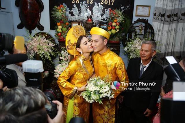 Lâm Khánh Chi và ông xã trong ngày vu quy.