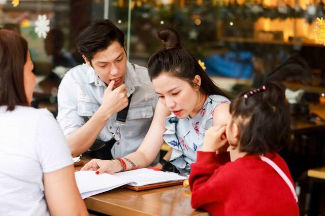 Cặp đôi cùng đưa bé Kỳ Kỳ đến nghỉ dưỡng tại một khu resort tại Đà Nẵng và tham gia một số hoạt động của chương trình Coco Starlight Fest 2017 trong đêm giao thừa.