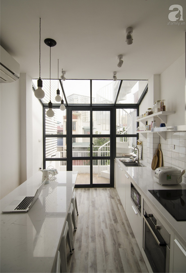 Khu bếp vô cùng thoáng đãng và nội thất đo ni, đóng giày, cực phù hợp cho không gian nhỏ.