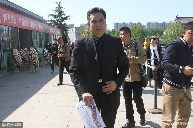 Nam diễn viên Vương Bá Chiêu từng vào vai Bạch Mã trong Tây du ký 1986. Ông luôn coi đạo diễn Dương Khiết là ân sư.
