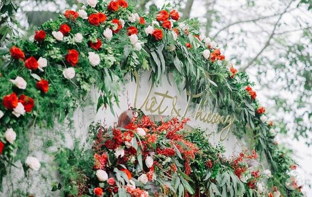 Cổng cưới thực sự ấn tượng, mang vẻ đẹp say đắm mọi ánh nhìn.