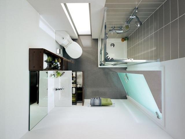 Và cuối cùng, điều bạn nên làm và có thể làm thì nên thực hiện đó là để một cửa sổ lớn bằng kính. Nó sẽ giúp không gian phòng tắm của bạn rộng rãi và thoáng mắt hơn.