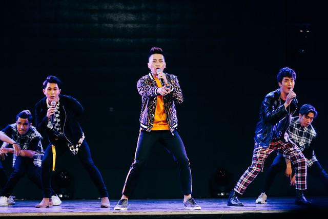 3 anh chàng The Wings xuất thân từ X Factor hát Vì tôi còn sống.