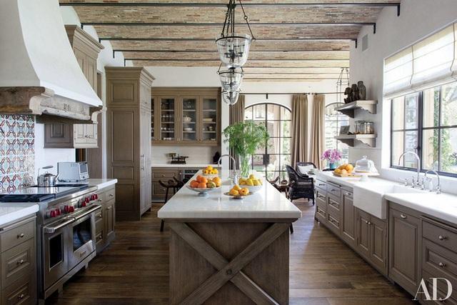 11. Nếu bạn còn luyến tiếc nét hoài cổ thì có thể tự tạo cho mình một trần nhà bằng gỗ như thế này để thêm sự ấm cúng, gần gũi hơn.