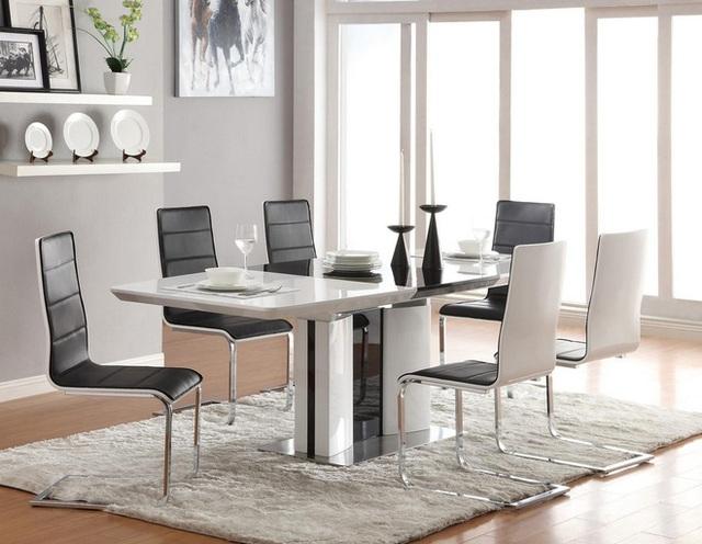 Trong một phòng ăn nổi bần bật các yếu tố nội thất hiện đại, một tấm thảm trắng đơn giản là lựa chọn hoàn hảo giúp căn phòng trở nên nổi bật hơn.