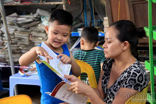 Những ngày đầu tháng 3 khi mới mở, đúng đợt Hà Nội ra quân dẹp vỉa hè nên thư viện của bà cũng bị ngừng hoạt động