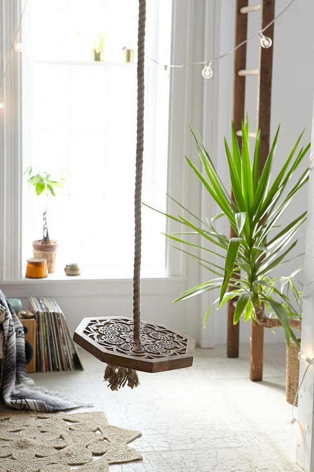 Một chạm khắc gỗ từ swing sẽ là một điểm nhấn trong nhà để trông hấp dẫn và cuốn hút.