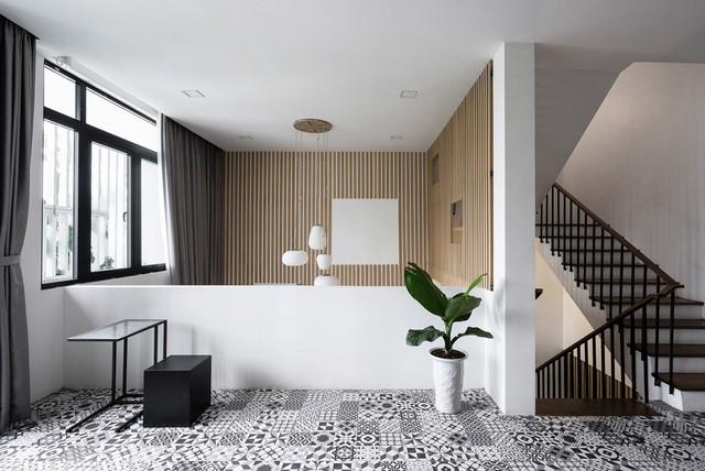 Gạch lát họa tiết độc đáo có thể bắt gặp ở khắp nơi trong nhà.