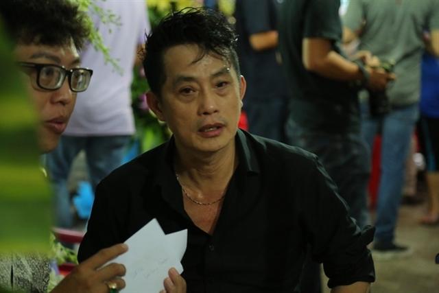 Nghệ sĩ Khánh Tuấn (áo đen) - anh trai ruột của nghệ sĩ Khánh Nam