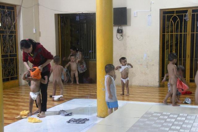 Sau khi đi học về, các bé ở đây đều được tắm rửa sạch sẽ.